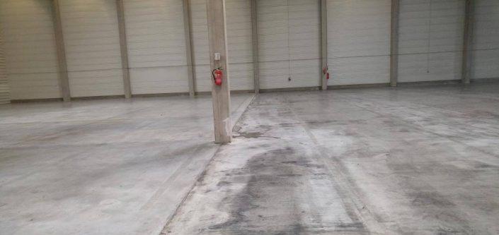 Czyszczenie posadzek betonowych