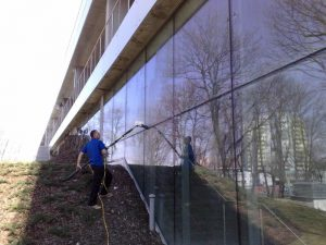 Mycie fasad szklanych, Opole