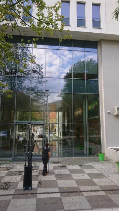 Mycie elewacji szklanej w Opolu
